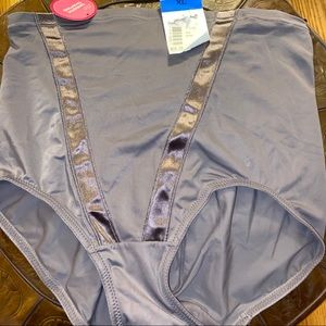 NWT Maidenform Smooth Shaping High Waisted